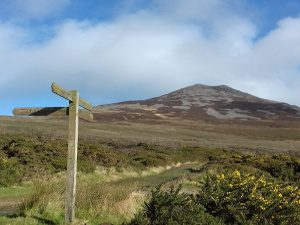 Footpath signs by Gors-lwyd Cottage Yr Eifl Trer Ceiri Llithfaen