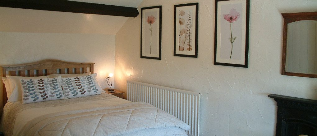 Main bedroom at Gors-lwyd Cottage Llithfaen Llyn Peninsula