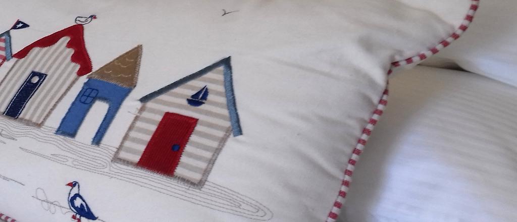 Feature cushion in twin bedroom Gors-lwyd Cottage Llithfaen Llyn Peninsula